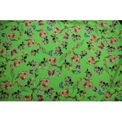 Шелк Цветы и бабочки на зеленом фоне